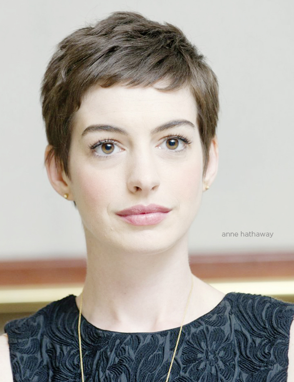 anne-hathaway-pixie-haircut-brunch-at-saks